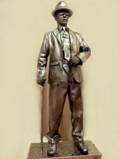 銅像テイスト加工 スーツ