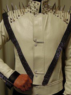 ホワイトスリラーリメイク衣装